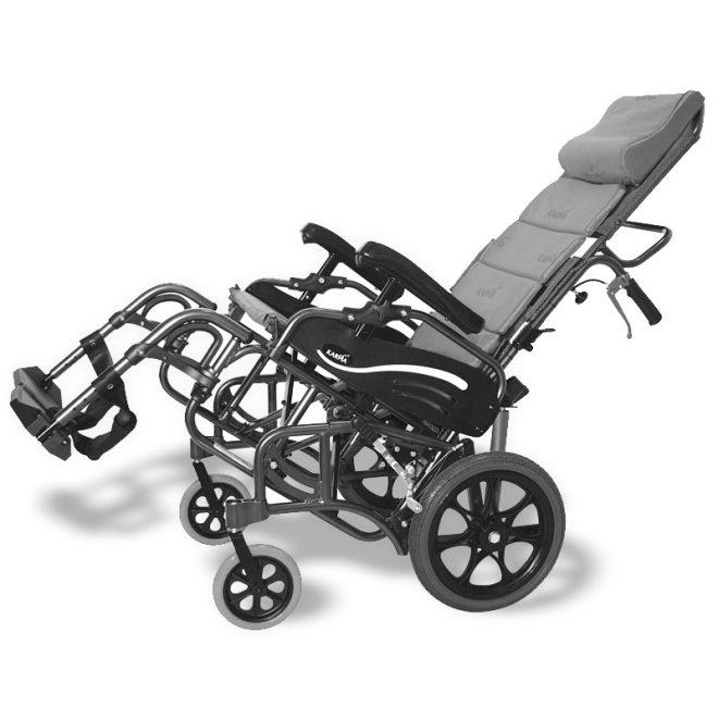 Vista lateral de ka silla de ruedas plegable de aluminio basculante Karma modelo Vip