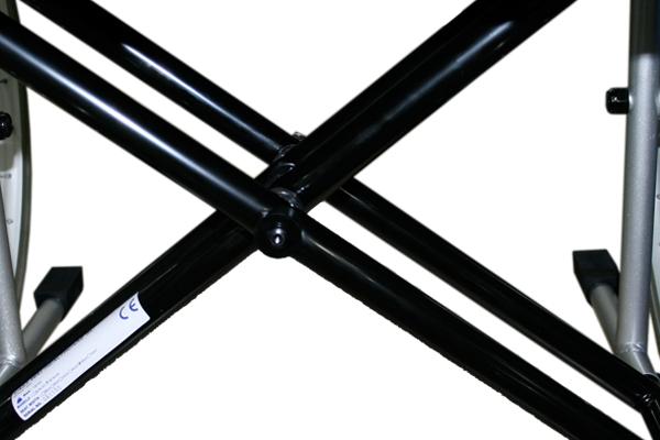 Detalle de la doble cruceta de la silla de ruedas bariátrica plegable autopropulsable Easy Way modelo X5