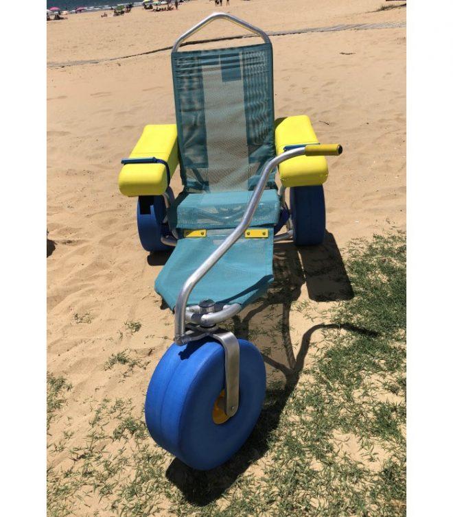 Vista frontal de la silla de ruedas para playa Oceanic Atlantic