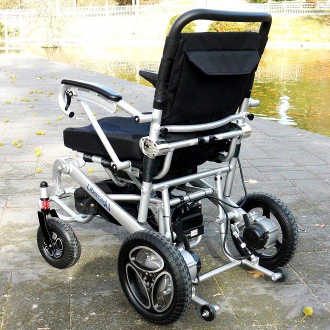 Silla de ruedas plegable con mando a distancia Libercar Aura vista trasera